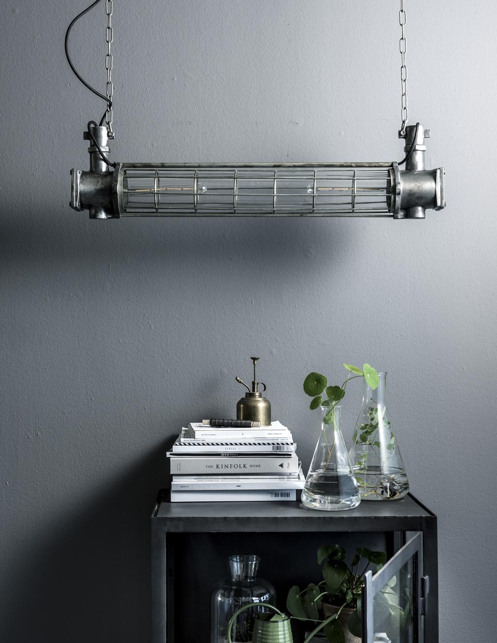 Om de ruimte gezelliger te maken, kun je wat extra accentverlichting (ook wel decoratieverlichting) toevoegen.