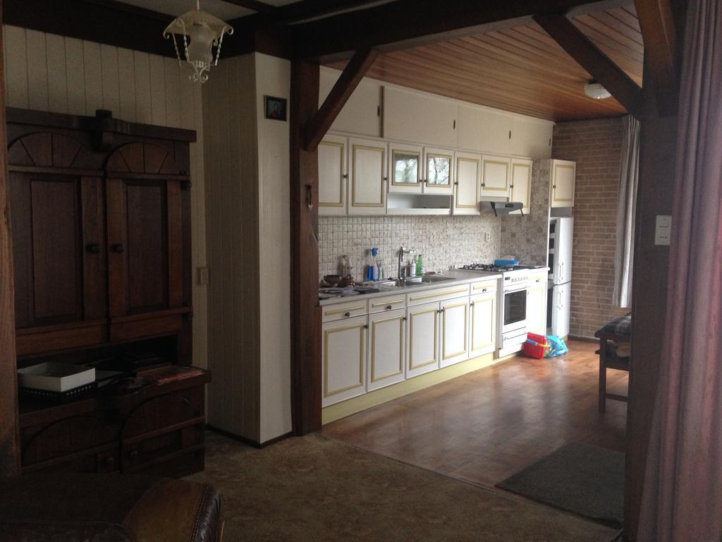 dit-is-de-oude-keuken-van-ons-nieuwe-huis-voor-de-verbouwing